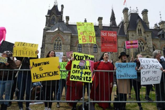 Protesters for better access to abortion on Parliament Hill